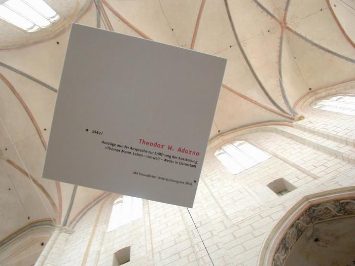 Hörduschen  Durch Hörduschen, die vom Gewölbe herabhängen, sprechen Zeitzeugen wie Katia Mann oder Theodor W. über Thomas Mann.