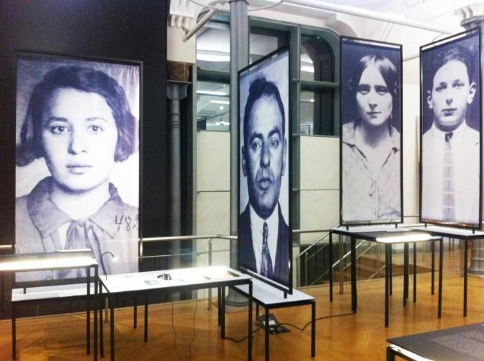 Inhalt  Im Mittelpunkt der Ausstellung stehen die Lebenswege mittel- und osteuropäischer Jüdinnen, die als Prostituierte nach Übersee gingen oder dorthin verschleppt wurden.