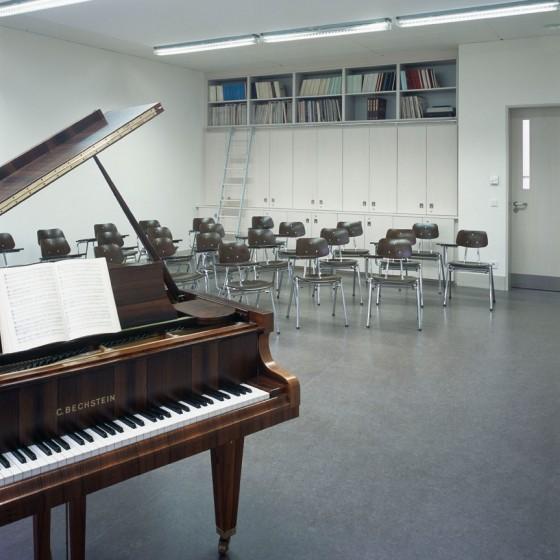 Unterrichtsräume  Im ersten und zweiten Obergeschoss befinden sich die Kunst-, Musik- und Theaterräume samt Nebenräumen zur Unterrichtsvorbereitung und Materialsammlung. Foto © Werner Huthmacher