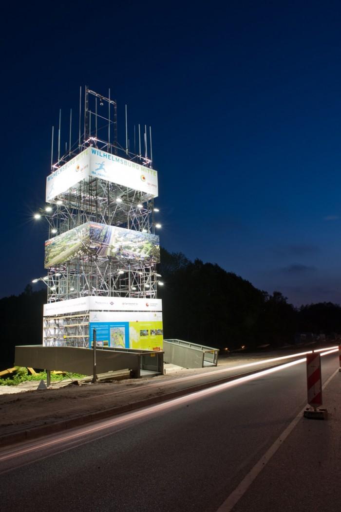 Von 2010 bis 2012 informierte der IBA/igs-Infoturm mit einer Aussichtplattform und Informationstafeln über die Bauaktivitäten auf dem Gelände der Bauausstellung und Gartenschau. Foto © Johannes Arlt
